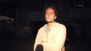 Toby Gad discusses a burglary that was discovered at his Hollywood Hills home on March 16, 2015. (Credit: Newsreel)