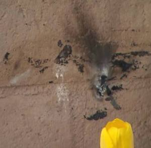 Burn marks are visible at the scene in Ventura where fire in a sleeping bag left a homeless man with severe burns on Saturday, Jan. 17, 2015. (Credit: KTLA)