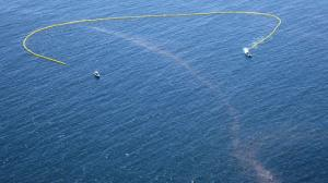 An oil boom is deployed offshore as the cleanup and containment effort continues along in Santa Barbara County. (Credit: Brian van der Brug / Los Angeles Times)
