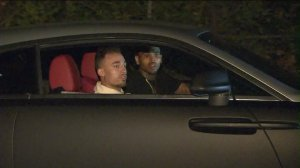 Chris Brown, right, returns home on July 15, 2015, after his Tarzana home was robbed. His aunt was home alone at the time of the robbery, police said. (Credit: Mike McGregor/ KTLA)