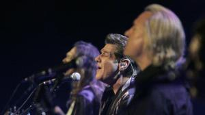 Glenn Frey, center, performs with other Eagles band members in Los Angeles in 2008. (Credit: Lawrence K. Ho / Los Angeles Times)