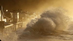Heavy surf slams the homes at Mondos Beach between the Solimar and Faria Beach communities in Ventura County early Jan. 7, 2016. (Credit: Al Seib / Los Angeles Times)