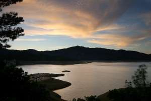 The sun sets over Shasta Lake August 30, 2014 in Shasta Lake, California. (Credit: Justin Sullivan/Getty Images)