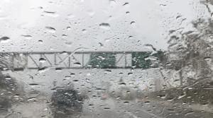 Heavy downpours showered Glendale on March 29, 2016. (Credit: Jennifer Thang/ KTLA)