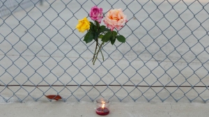 A small memorial at Madrona Elementary School in Thousand Oaks on April 5, 2016. (Credit: Al Seib/Los Angeles Times)
