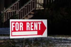 For rent sign with red arrow. (Credit: Thinkstock by Getty Images)