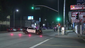 LAPD officers investigate a carjacking and shooting in East Hollywood on May 26, 2016. (Credit: KTLA)