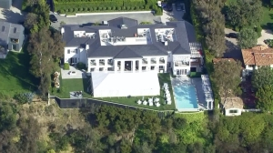 A Santa Monica home owner by investor Thomas Barrack Jr. is shown on May 25, 2016, when it was expected to host a fundraiser for Donald Trump. (Credit: KTLA)