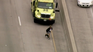 Video showed a man running from authorities after his pants fell down on a Chicago expressway on May 17, 2016. (Credit: WSL via CNN)