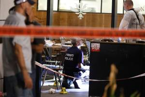 Israeli forensic police inspect a restaurant following a shooting attack at a shopping complex in the Mediterranean coastal city of Tel Aviv on June 8, 2016. (Credit: JACK GUEZ/AFP/Getty Images)