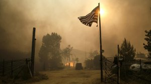 Fire engulfs homes along South Kelso Valley Road, in Weldon on June 24, 2016. (Credit: Marcus Yam / Los Angeles Times)