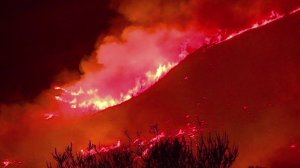 The Sherpa Fire, which has scorched more than 7,800 acres as of June 19, 2016, rages in Santa Barbara County. (Credit: KTLA)