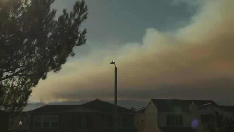 Smoke from the Sand Fire drifted into surrounding areas on July 23, 2016. (Credit: KTLA)