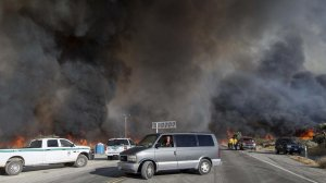 Motorists flee The Blue Cut fire as it burns out of control on both sides of Highway 138 in Summit Valley. (Credit: Gina Ferazzi / Los Angeles Times)