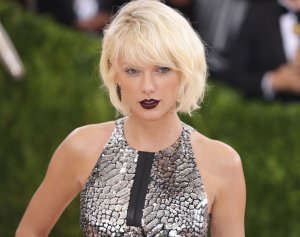 Taylor Swift attends the 'Manus x Machina: Fashion In An Age Of Technology' Costume Institute Gala at Metropolitan Museum of Art on May 2, 2016 in New York City. (Credit: Neilson Barnard/Getty Images for The Huffington Post)