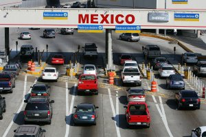 Traffic in the U.S. enters Mexico at the San Ysidro border crossing, the world's busiest, on June 27, 2008 in Tijuana, Mexico. (Credit: David McNew/Getty Images)