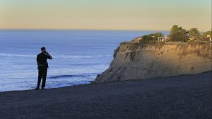 A Palos Verdes Estates police officer watches for trouble at Lunada Bay, where local surfers have clashed with outsiders. (Credit: Allen J. Schaben / Los Angeles Times)