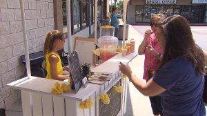 Anabelle Lockwood sells her gourmet lemonade in Fountain Valley on Aug. 27, 2016. (Credit: KTLA)