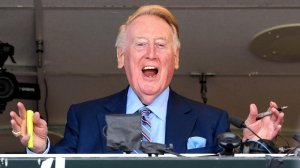 Dodgers broadcast announcer Vin Scully waves to the crowd during his last broadcast. (Credit: Wally Skalij / Los Angeles Times)