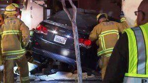 Rescue crews respond to a deadly crash in South Los Angeles on Dec. 1, 2016. (Credit: KTLA)