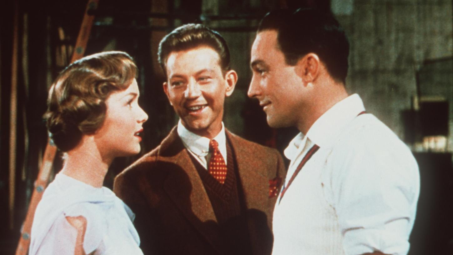 "Debbie Reynolds, left, Donald O'Connor and Gene Kelly star in the 1952 hit musical ""Singin' in the Rain."" (Credit: Warner Bros. via Los Angeles Times)"