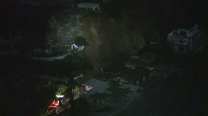 Firefighters respond to debris flows in the Hollywood Hills on Jan. 30, 2017. (Credit: KTLA)