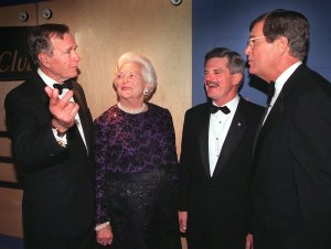 Former U.S. President George Bush, left, with his wife Barbara, Jim Nicholson, Chairman of the Republican National Committee, and Senate Majority Leader Trent Lott, right, pose for photographers 28 April 1999, at the MCI Center sports arena in Washington, D.C. (Credit: TIM SLOAN/AFP/Getty Images)