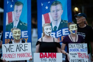 Protesters demonstrate in support of Bradley Manning on Aug. 21, 2013, in front of the White House in Washington, D.C. (Credit: T.J. Kirkpatrick/Getty Images)