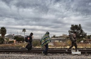 Migrants walk along the train tracks in the community of Caborca in Sonora state, Mexico, on Jan. 13, 2017. (Credit: Alfredo  Estrella / AFP / Getty Images)