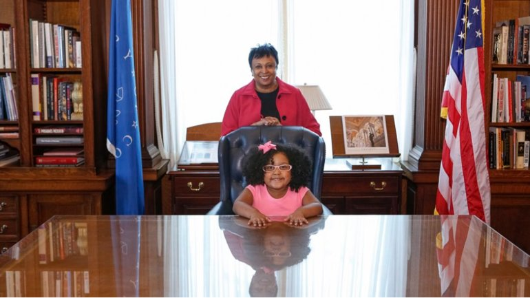 Librarian of Congress Carla Hayden (top) and Daliya Arana pose for a photo that was posted on Twitter during the 4-year-old's visit to the Library of Congress on Jan. 11, 2017.