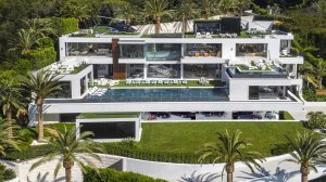 The $250-million spec home is seen in a photo on the listing site. (Credit: Bruce Makowsky / BAM Luxury Development)