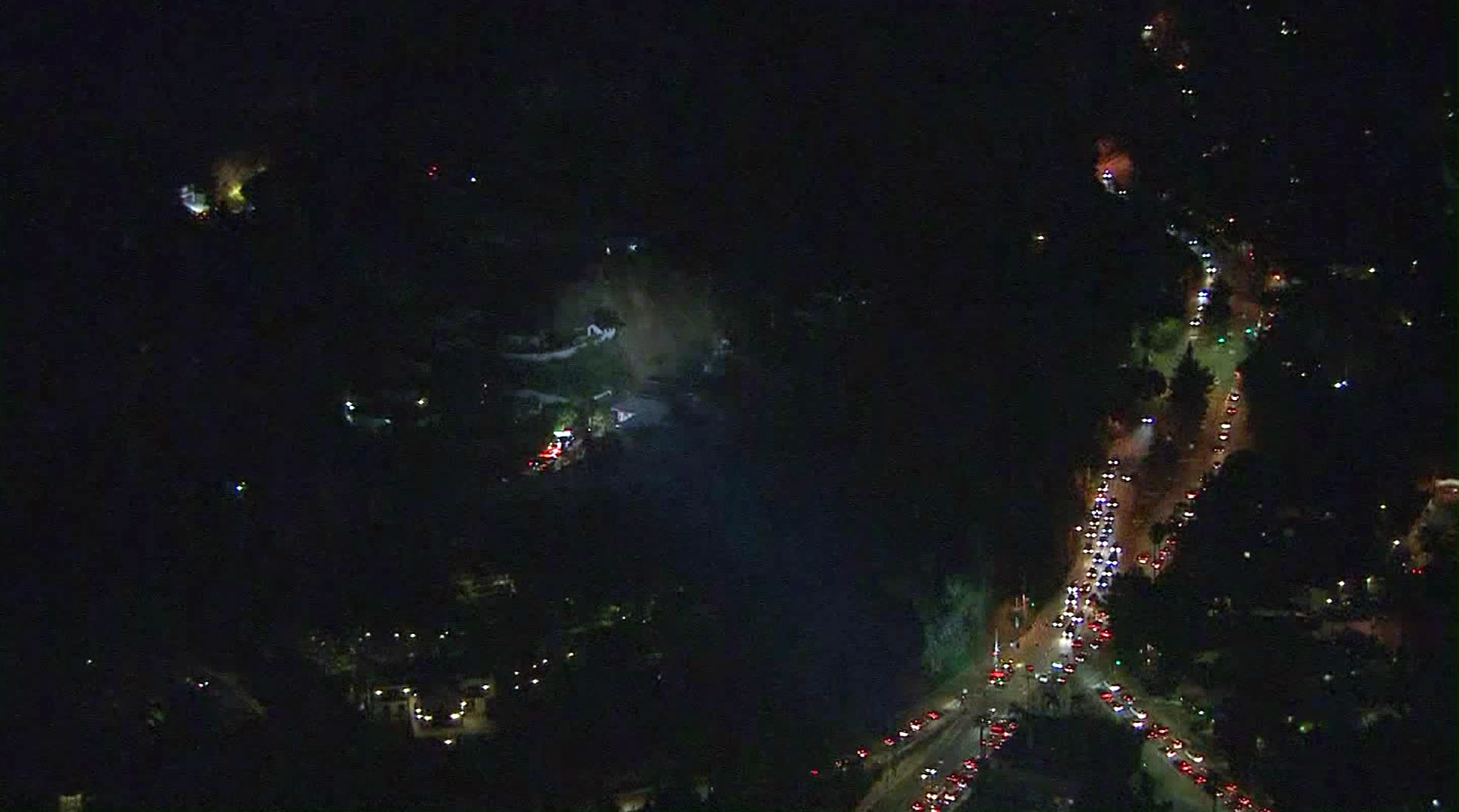 Traffic backs up as LAFD responds to debris flows in the Hollywood Hills on Jan. 30, 2017. (Credit: KTLA)