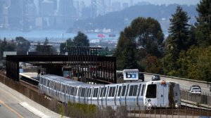 A Bay Area Rapid Transit train pulls away from the Rockridge station in Oakland in August 2013. (Credit: Justin Sullivan / Getty Images)