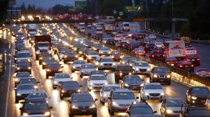 Los Angeles traffic moves at a crawl on the 101 Freeway at White Oak in the San Fernando Valley on Jan. 9, 2017, as morning commute drivers navigated rain-slick roads after an overnight storm. (Credit: Al Seib / Los Angeles Times)