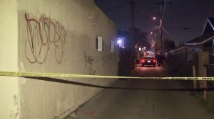 Authorities investigate a double shooting in South Los Angeles that occurred on Jan. 31, 2017. (Credit: KTLA)