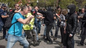 Anti-fascists and far-right protesters clash during a protest that turned into a series of rolling street brawls in Berkeley earlier this year. (Credit: David Butow / Los Angeles Times)