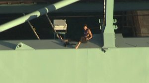 A man died after falling from a crane he climbed at the Port of Los Angeles following a police chase on Aug. 16, 2017. (Credit: KTLA)