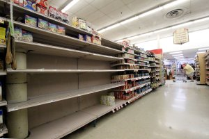Grocery store shelves appear empty at the Winn Dixie on Sept. 7, 2017, in Tavernier, Florida. (Credit: Marc Serota/Getty Images)
