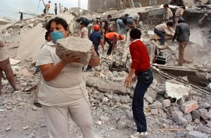 "Rescue workers and volunteers sift through the rubble of a collapsed building in ""Zona Rosa"" area of Mexico City, a popular commercial and tourist area, Sept. 21, 1985, after an earthquake leveled parts of the city Sept. 19, 1985. (Credit: Omar Torres / AFP / Getty Images)"