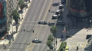 LAPD responds to a shooting near the Loews Hollywood Hotel on Sept. 26, 2017. (Credit: KTLA)