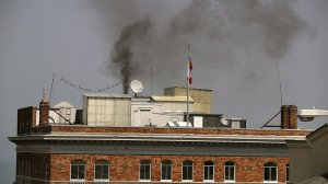 Black smoke billows from a chimney on top of the Russian consulate on Sept. 1, 2017, in San Francisco, Calif. (Credit: Justin Sullivan/Getty Images)