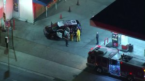 Police respond to a carjacking in East Hollywood on Sept. 27, 2017. (Credit: KTLA)