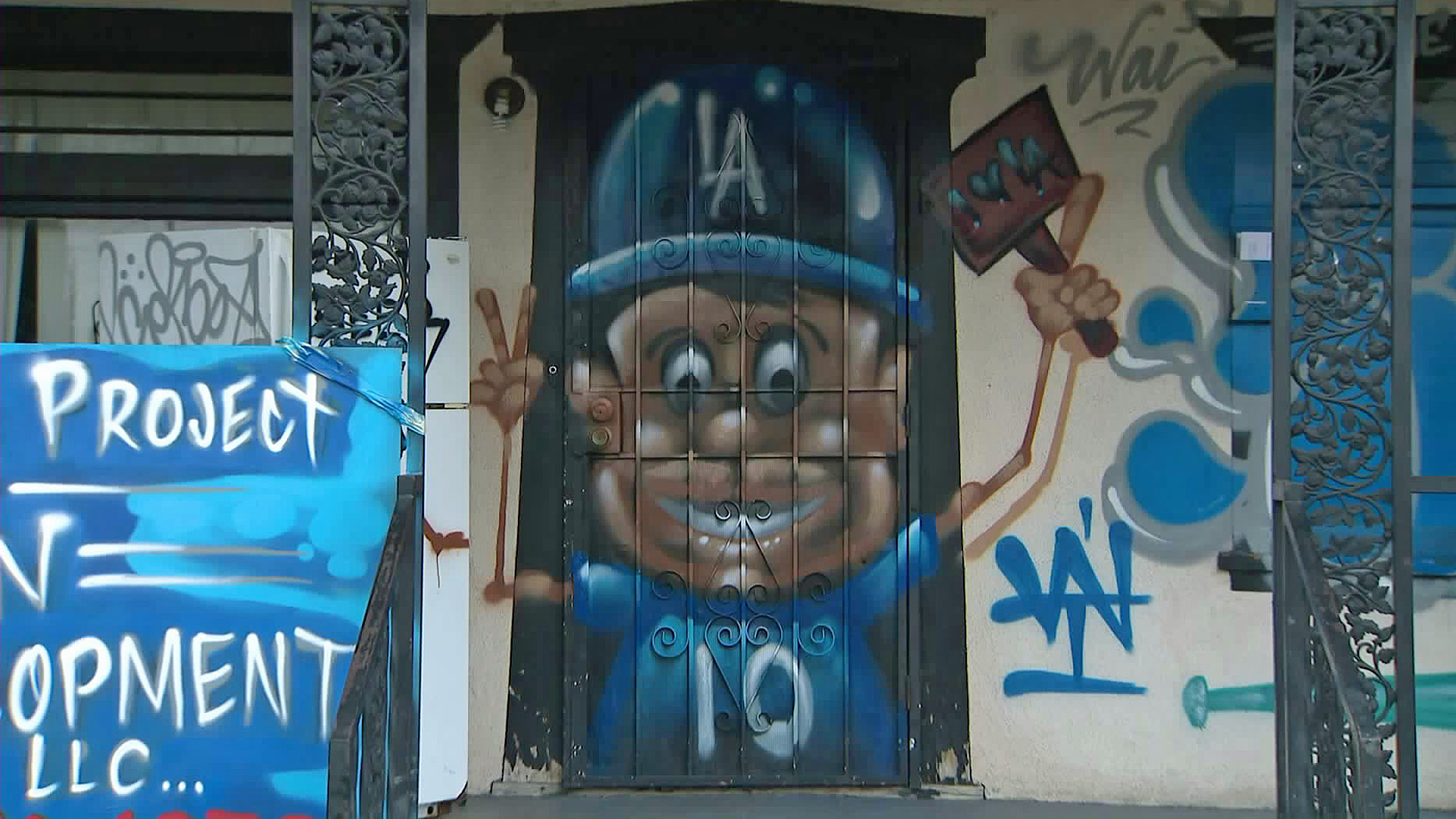 """Hector """"Tetris"""" Arias celebrated the Dodgers trip to the World Series by painting a South L.A. home. (Credit: KTLA)"""