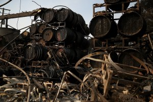 Charred wine barrels sit on racks at Paradise Ridge Winery after being destroyed by the Tubbs Fire on Oct. 11, 2017, in Santa Rosa. (Credit: Justin Sullivan / Getty Images)