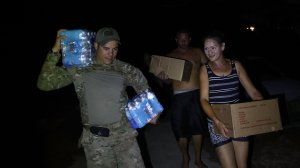 U.S. Army 1st Special Forces Command SFC Charles Fernandez helps deliver food and water to people in Utuado, Puerto Rico on Oct. 4, 2017. (Credit: Joe Raedle/Getty Images)