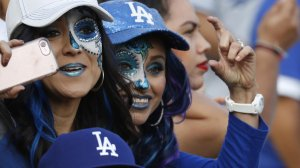 Fans try to get a closer look at players from the corner of left field before the start of Game 7 on Nov. 1, 2017. (Credit: Luis Sinco / Los Angeles Times)