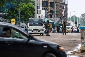 Zimbabwean soldiers stand at an intersection as they regulate traffic in Harare on Nov. 15, 2017. (Credit: AFP / Getty Images)