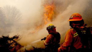 Firefighters battle the Creek Fire as it burns near a church in Sylmar. (Credit: Luis Sinco / Los Angeles Times)