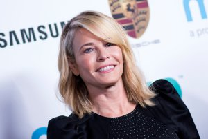 """Chelsea Handler attends the """"Goldie's Love-In"""" event on Nov. 3, 2017 in Beverly Hills. (Credit: VALERIE MACON/AFP/Getty Images)"""