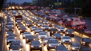 Los Angeles traffic at a crawl on the 101 freeway at White Oak in the San Fernando Valley on Jan. 9, 2017. (Credit: Al Seib / Los Angeles Times)